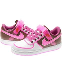 耐克红粉世家运动鞋